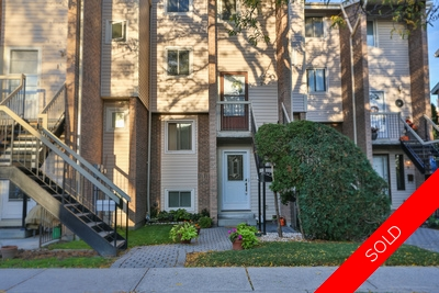 Pickering Condo Townhouse for sale:  3 bedroom 1,100 sq.ft. (Listed 2015-10-01)